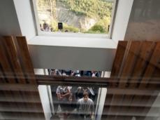nuovo spazio di casso_opening di bilico_lo spazio riapre, dopo 49 anni_sullo sfondo la frana del monte toc_foto giacomo de dona
