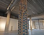 ludovico bomben, senza titolo (piedritto), 2011, cemento, legno, installazione site specific, courtesy dell'artista, foto. a. montresor