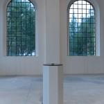 luca pozzi, 1 Church 1 Column,acciaio inox 304, spugna luminescente, campo a levitazione elettromagnetica, MDF,130x62x62 cm,2010 - foto a. montresor