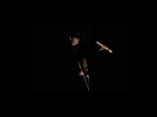sandra hauser durante una delle sue performance sonore - foto courtesy dell'artista