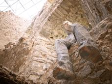 fabiano de martin topranin, like a river stone (ragazzo seduto), back to the forest series, et un'oseliera et non vi è, castello di andraz - foto giacomo de donà