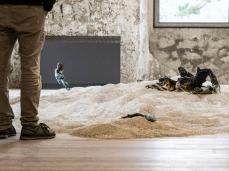"""fuocoapaesaggio -Sebastiano Sofia, """"Tu, l'istante in cui il mare diventa deserto e viceversa"""", dettaglio dell'installazione.   Foto: Nicola Noro"""