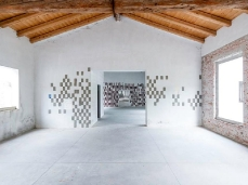 Ex Cartiera di Vas, Opening Paper weight, Geometrie imperfette, Elena Carozzi.  Foto: Giacomo De Donà