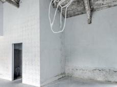 Ex Cartiera di Vas, Opening Paper weight, Maja Thommen tra Geometrie imperfette di Elena Carozzi.   Foto: Giacomo De Donà
